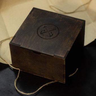 Деревянная коробочка (подарочная упаковка) для ремня коричневая