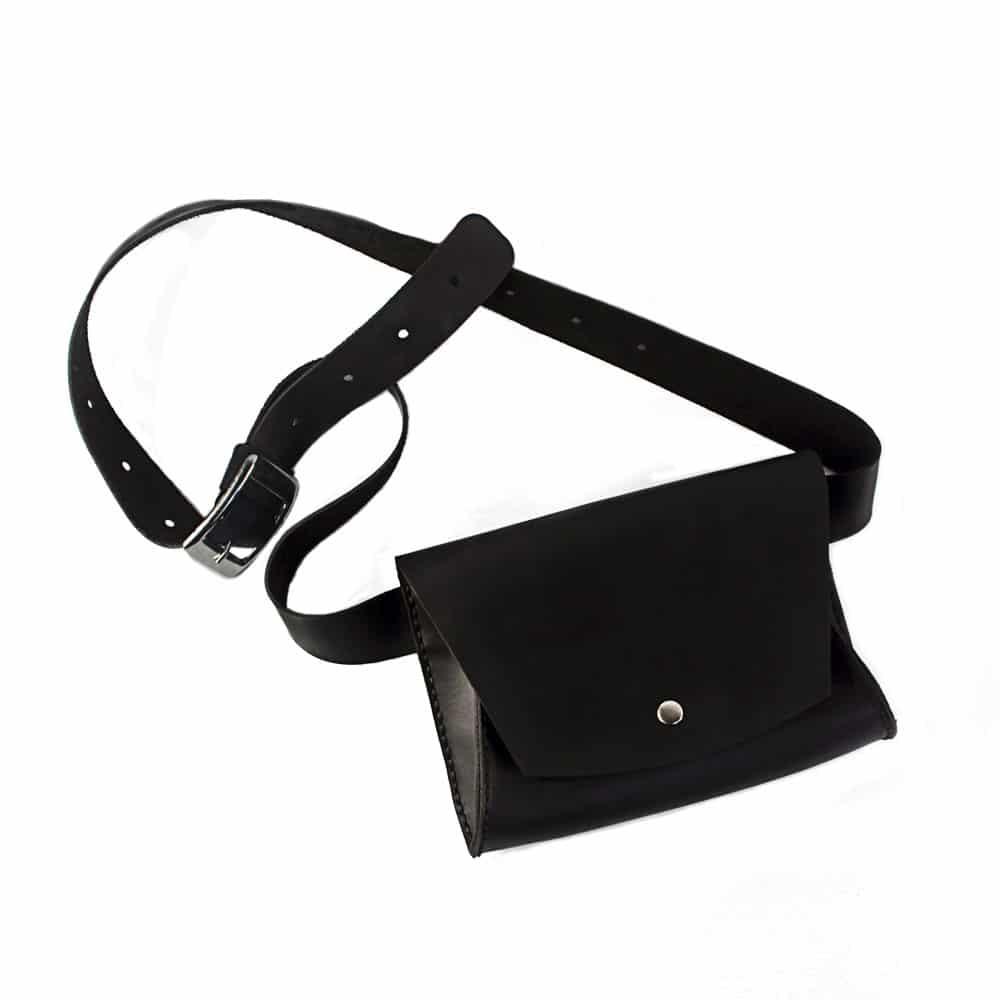 Женская кожаная сумка на пояс (Поясная) - чёрная
